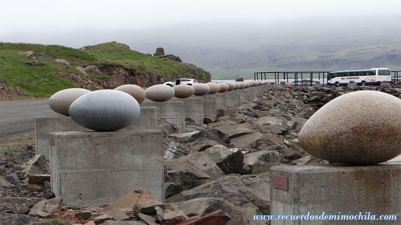Djúpivogur Eggin í Gleðivík o los huevos de Marry Bay